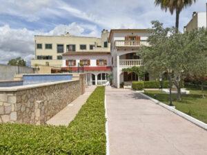 Villa mit großem Garten und Pool