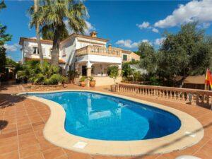 Großes Haus mit Pool